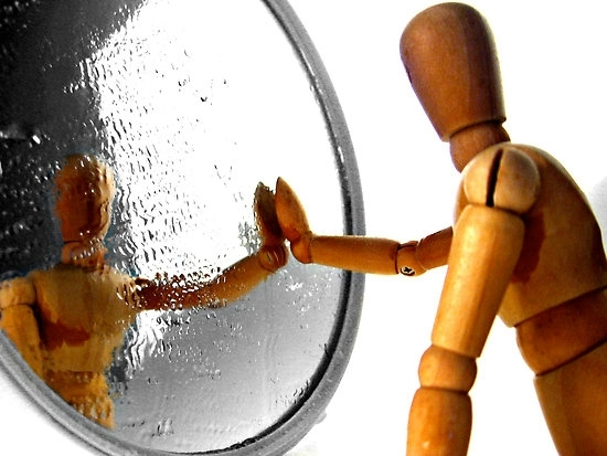 Ce incearca sa ne invete reflexiile noastre din oglinda?