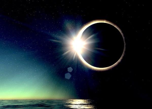 Luna noua si eclipsa totala de Soare in Pesti- 9 martie 2016. Atingerea Sursei