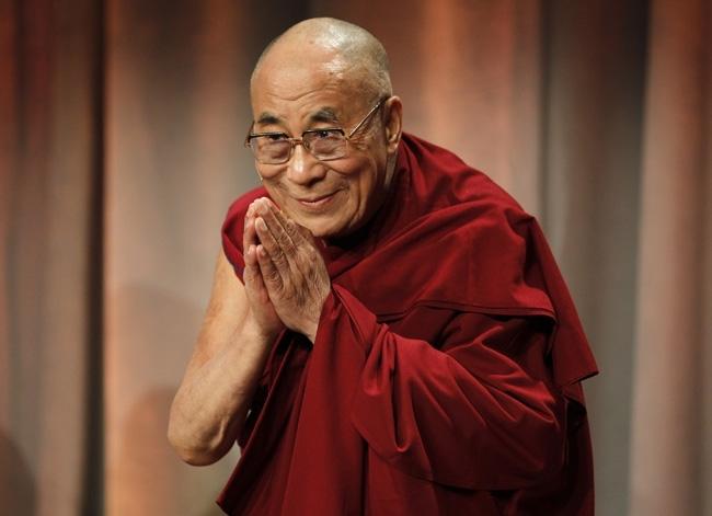 Nu e suficient sa te rogi la Dumnezeu! Cuvintele uimitoare pe care Dalai Lama le-a spus despre atentatul de la Paris